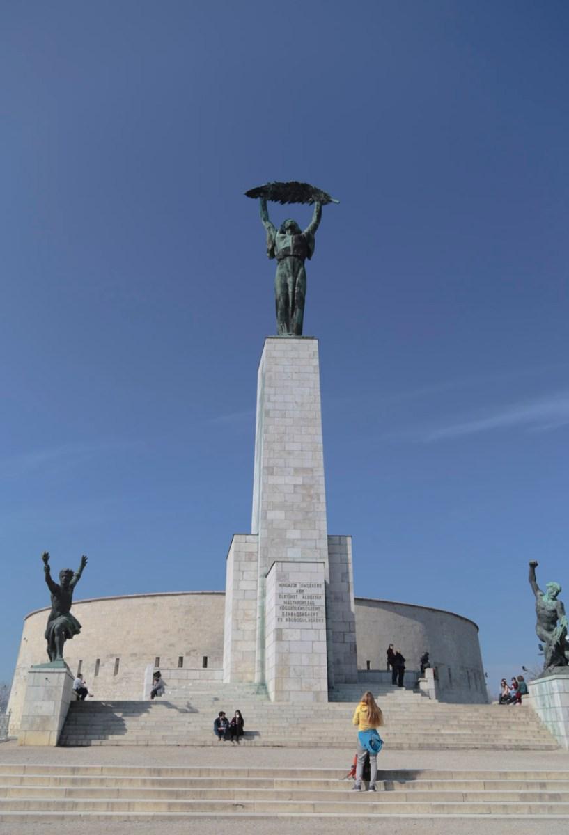 Die Freiheitsstatue auf dem Gellértberg