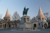 Im Innenhof der Fischerbastei steht eine Statue von König Stephan dem Ersten