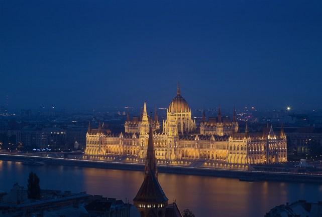 Das Wahrzeichen Budapests liegt direkt am Ufer der Donau