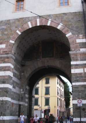 Lucca archway