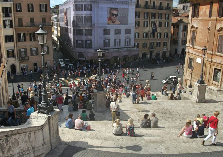 Budget Things To Do in Italy: People watch at the Spanish Steps in Rome
