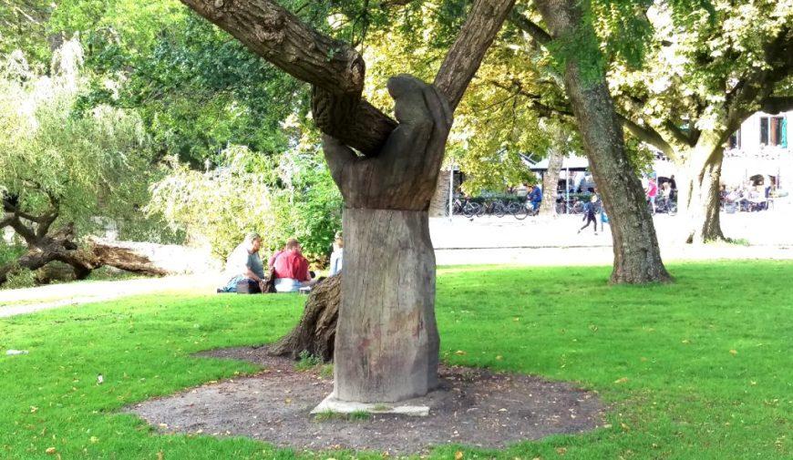 Vondelpark Hand Tree