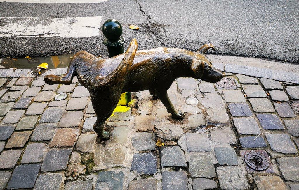 Het Zinneke (Zinneke Pis) Brussels Peeing Statue