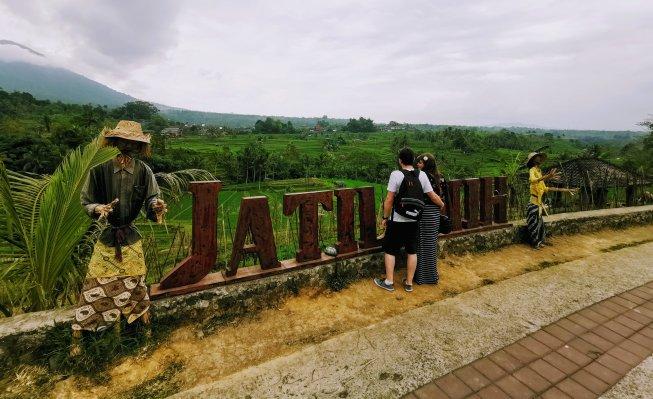 Justine and Scott at Jatiluwah Rice Terrace in Bali