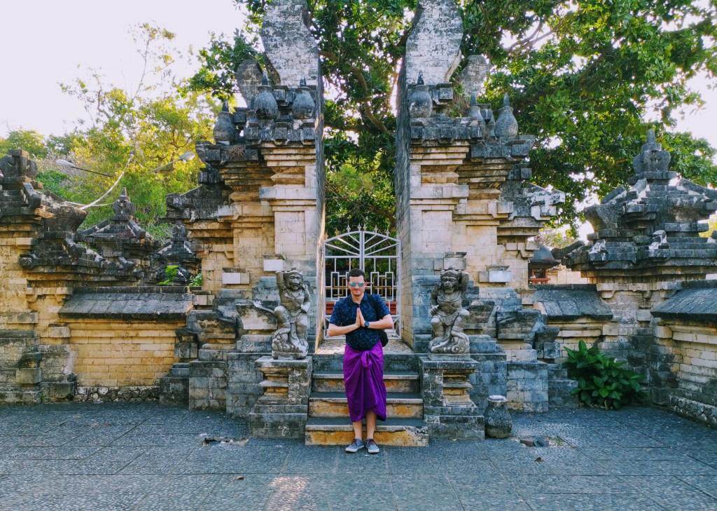 "Scott saying ""Om Swastiasu"" at Uluwatu Temple"