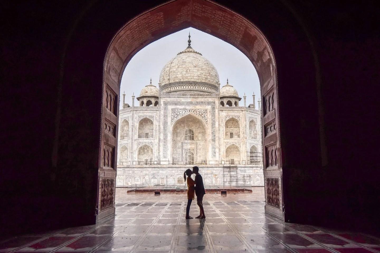 Wanderers & Warriors - Charlie & Lauren UK Travel Couple - Expectations Vs Reality Of The Taj Mahal Agra India