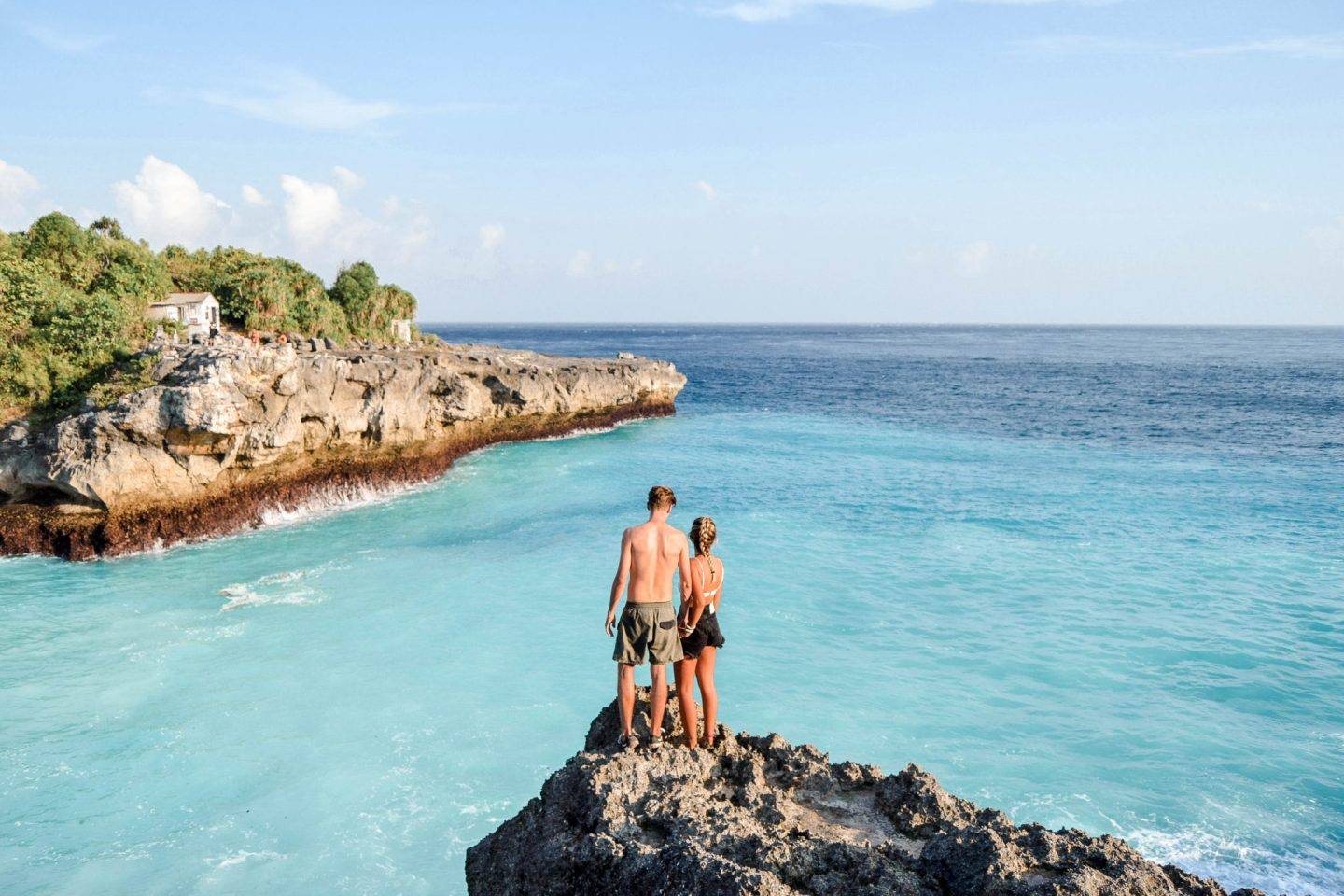 Wanderers & Warriors - Charlie & Lauren UK Travel Couple - Blue Lagoon Nusa Ceningan Bali - Blue Lagoon Bali - Cliff Jumping Nusa Ceningan - Blue Lagoon Nusa Lembongan - Cliffs In Nusa Ceningan - things to do in nusa Lembongan - things to do in nusa ceningan