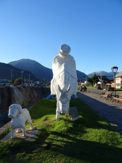 Nothing to do but some strong statue action in Puerto Aysen