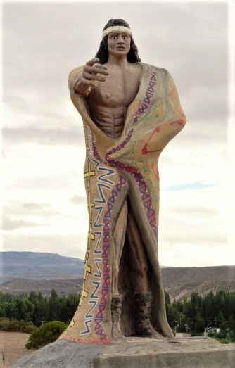I came across this *striking* statue at a mirador overlooking the town