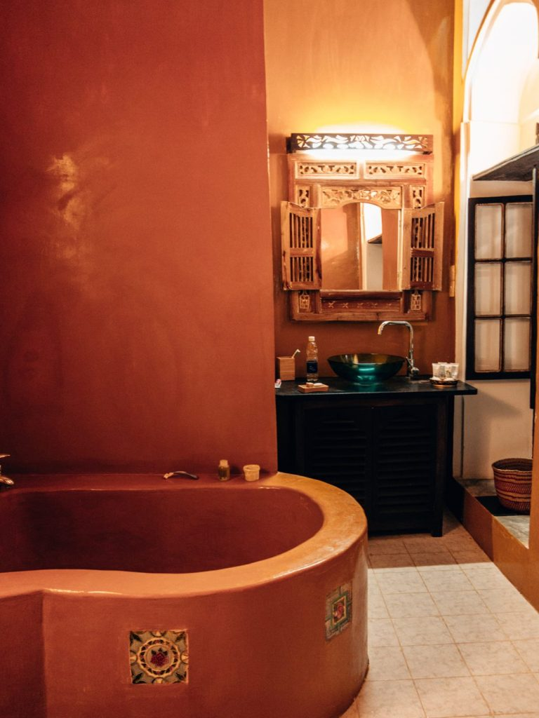 Kholle House, Zanzibar, bedroom, stonetown, Princess, boutique hotel, bathroom, bathtub