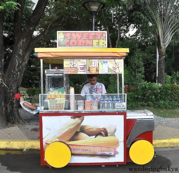 Buttered sweet corn, P25.00 (US $0.56) for a small cup and P48.00 (US $1.07) for a big cup. Thank you, Mr. Vendor for posing.