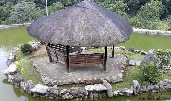 This hut reminds me of fresh air and humming birds