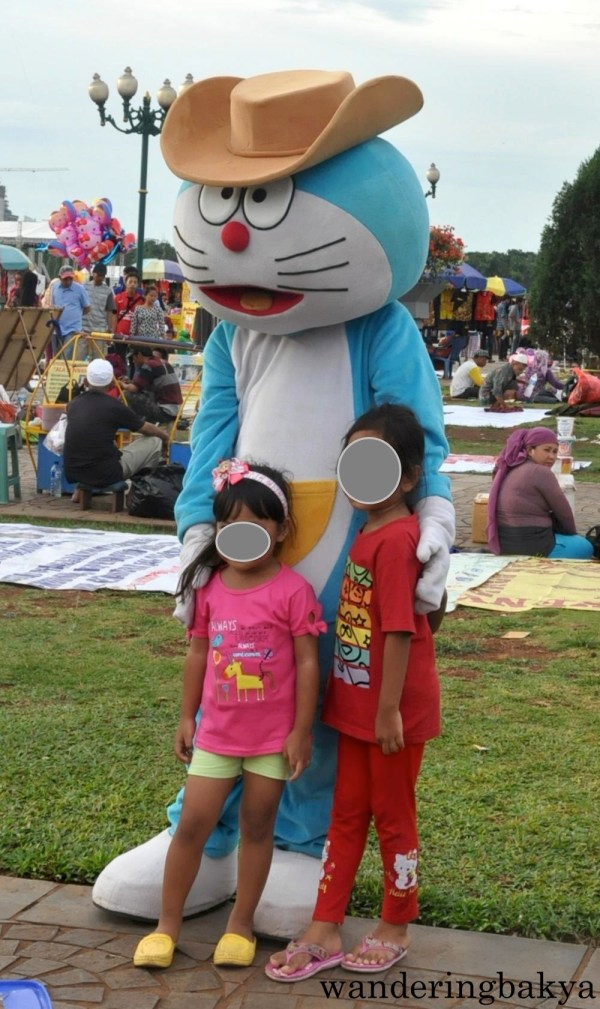 Doraemon was also present in Merdeka Square.  Guests can take their photos with Doraemon and other cartoon charaters for a minimal fee.