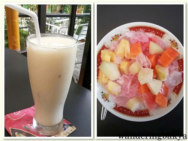 Mix Juice, IDR 17,000 (US $1.32) and Ice Buah, IDR 14,000 (US $1.09). The ice buah has slices of pineapple, papaya and watermelon. At the bottom, there was something sweet  (palm sugar?) that tied the flavors together.