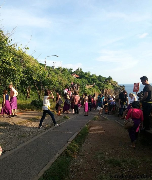 Visitors on their way to the open air grounds where kecak and fire dance will be performed.
