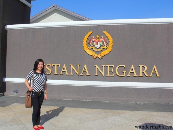 Istana Negara or National Palace is surrounded by fences and is not open to public, so the visitors mill around the gate to take photos.