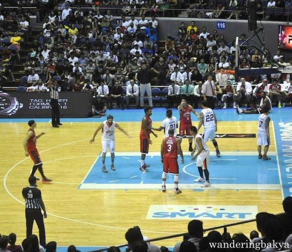 Barangay Ginebra and Meralco Bolts game. Action in the fourth quarter.