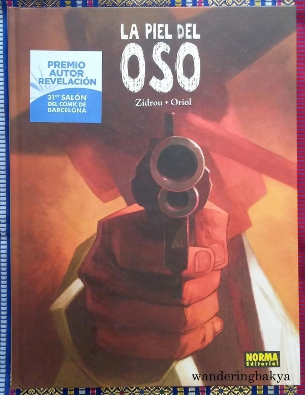 """La Piel del Oso by Zidrou (writer) and Oriol, a graphic novel. I am translating some of the words on the back cover, """"a story of love and mafia full of betrayal, violence and broken dreams"""". I tried to read it the night I had it, I stopped midway. Some scenes are very, well, graphic, and for adults only."""