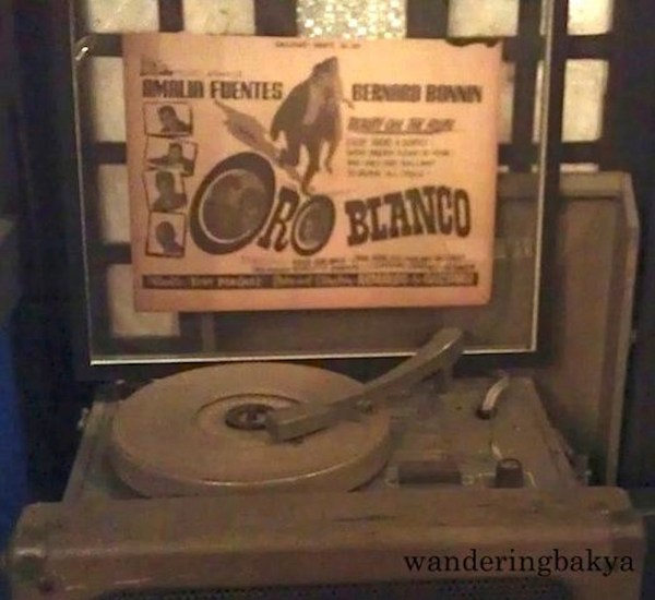 A phonograph player