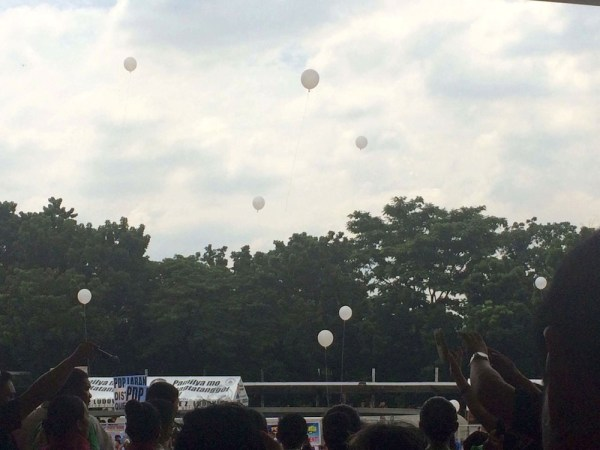 Releasing of balloons after the Pledge of Support for President Duterte. Photo by Miley Tray