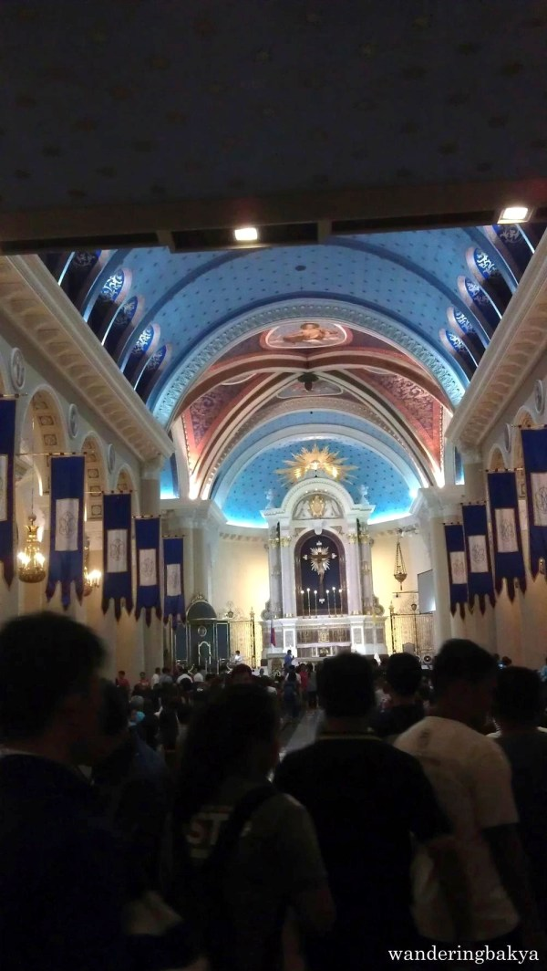 The public viewing of Senator Miriam Defensor-Santiago's remains resumed at the Immaculate Conception Cathedral after the UP Vanguards tribute.