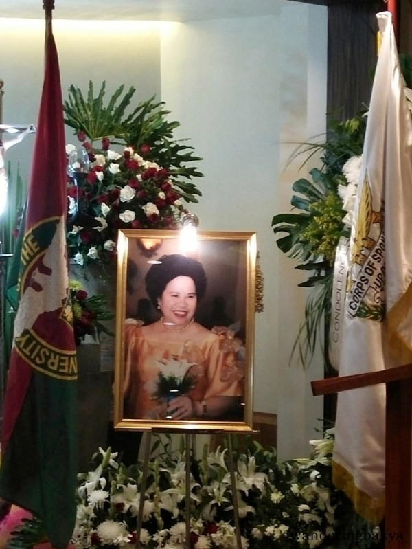 Senator Miriam Defensor-Santiago's photo on display at the wake. The photo was flanked by UP flag and UP Vanguard Corps of Sponsors Banner. Photo by Joan.