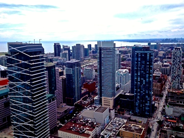 Top ten places to hang out in Toronto skyline view