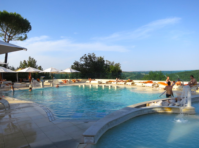 Mineral baths Tuscany at the Petriolo Terme spa resort outdoor pools