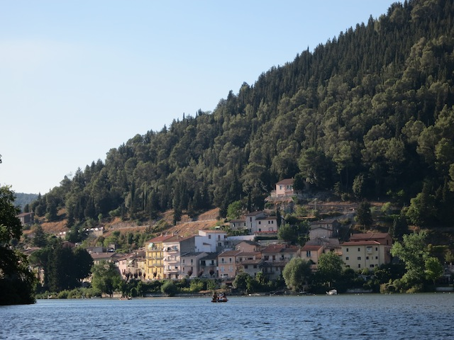 Getting engaged in Umbria, cooling down at Lake Peidiluco
