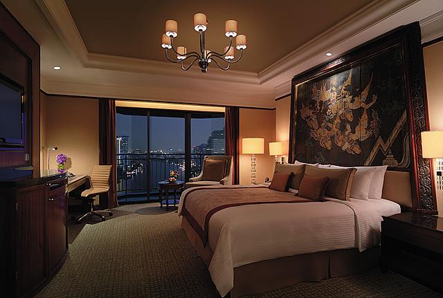 Shangri-La Hotel Bangkok blog review bedroom