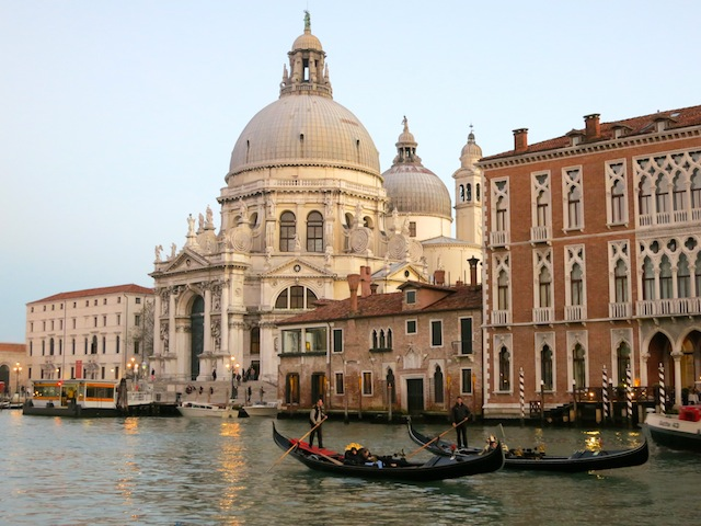 Free luxury travel in Venice Grand Canal