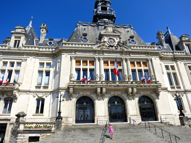 Travel guide for Vichy town, France, the Hotel de Ville