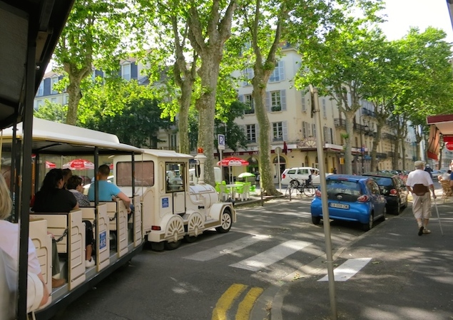 Travel guide to Vichy, France, tourist train