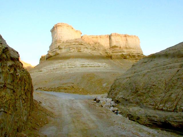 Road on a Judean Desert jeep tour