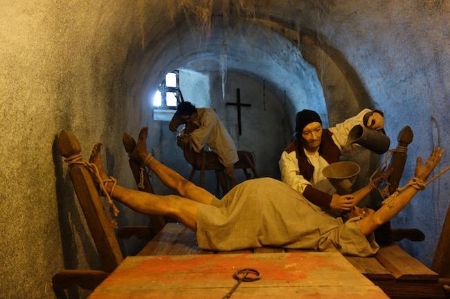 one-day-in-loket-czech-republic-visit-castle-dungeon