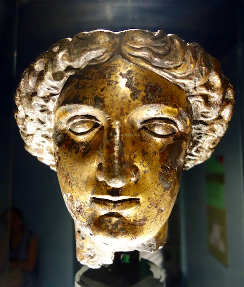 what-to-see-at-roman-baths-head-of-minerva
