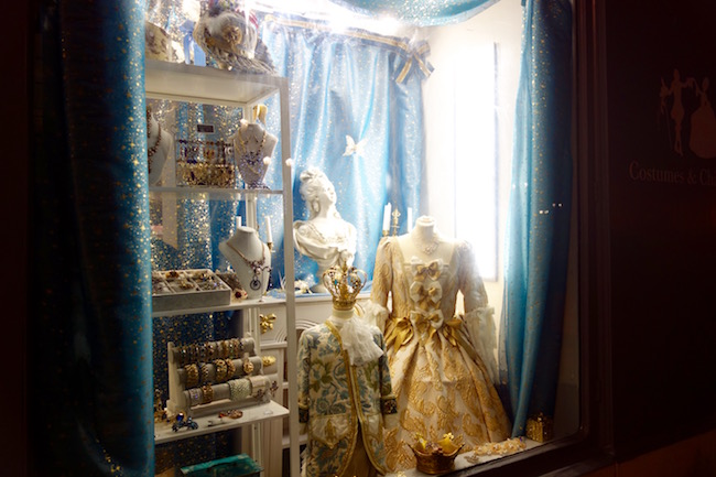 Costumes and Chateaux Versailles