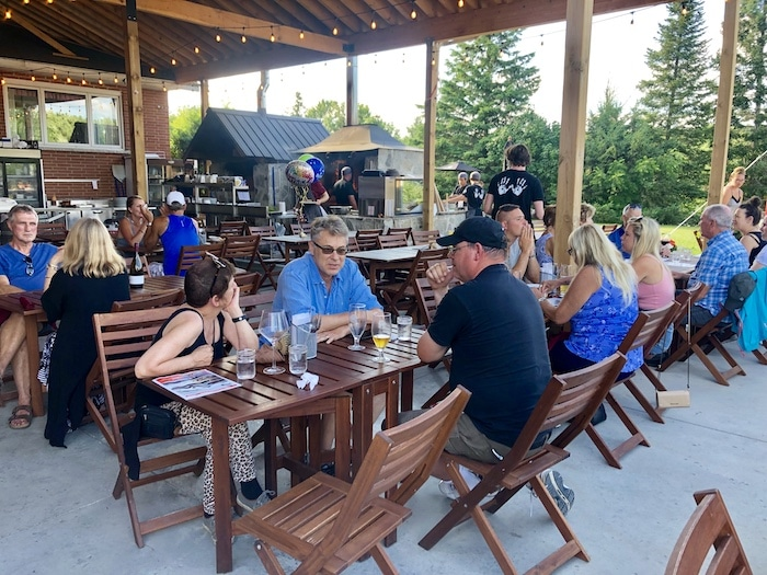 People eating at Scheuermann Vineyard and Winery