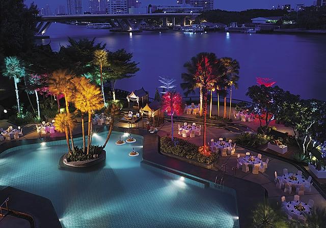 Shangri-La luxury hotel in Bangkok pool area photo credit Shangri_la Hotels