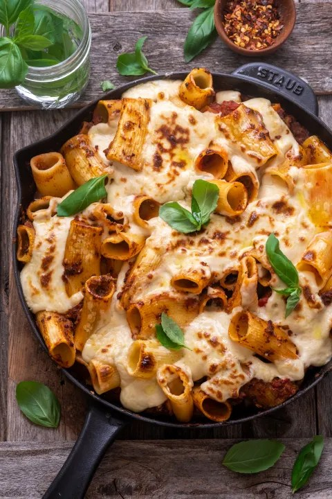 Baked vegan rigatoni bolognese
