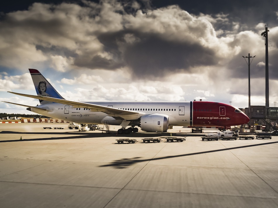 Boeing Dreamliner air craft. Offset air travel and travel sustainably.