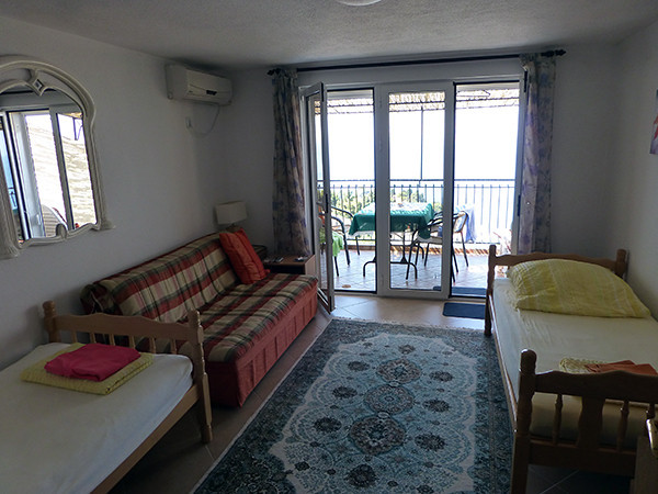 Renting A Short-Term Apartment Bedroom in Ulcinj