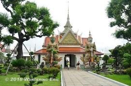 20110905_temple-next-to-wat-arun