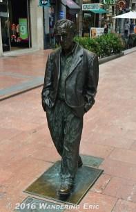 20140705_random-woody-allen-statue