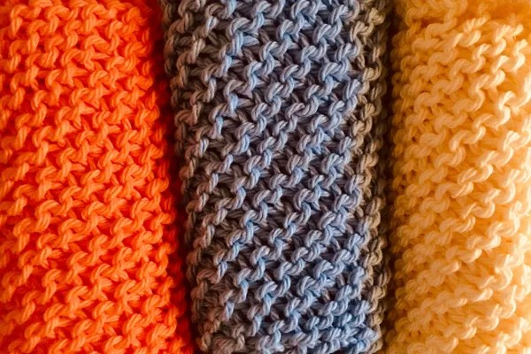 KNITTED DISH CLOTHES IN THREE COLOURS