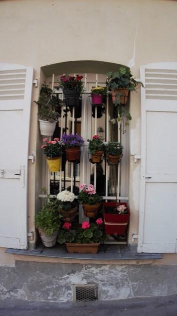 Just because you don't have a garden - don't mean you cant be a pretty house!