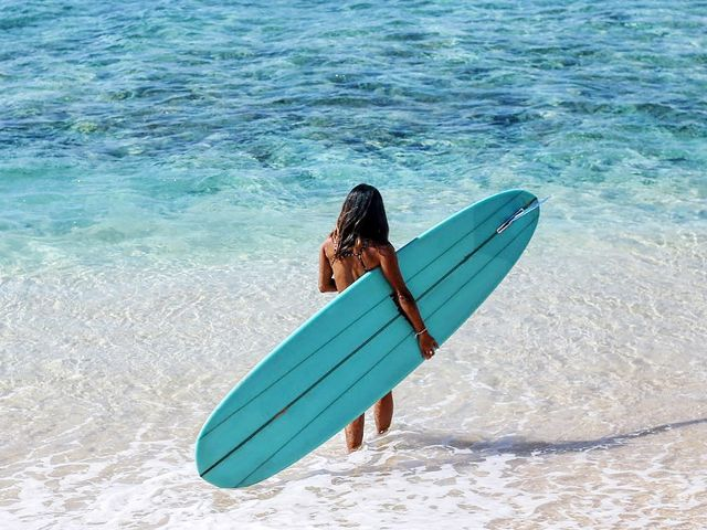surf-girls-share-their-must-have-bikini-styles-2763604.640x0c