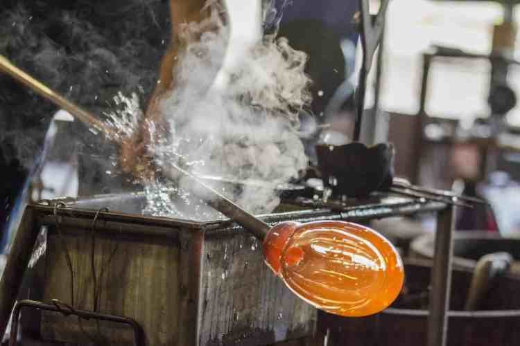Glass making in Hebron