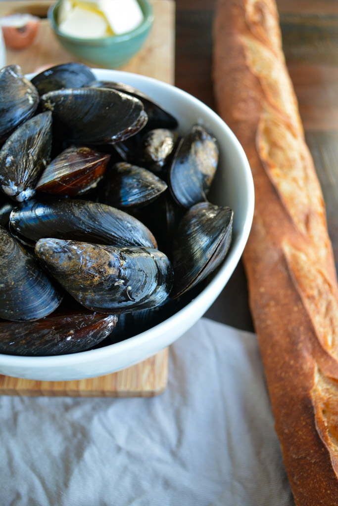 Creamy Seafood Pasta with Mussels, Garlic, and White Wine