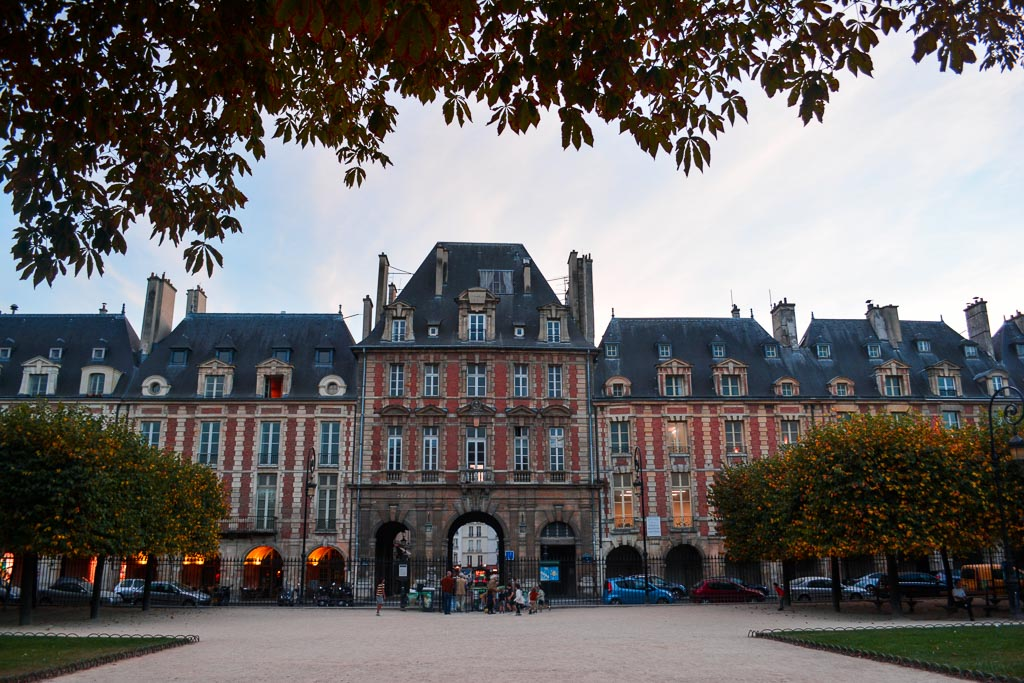 Comprehensive Guide to Paris:  Place des Vosges